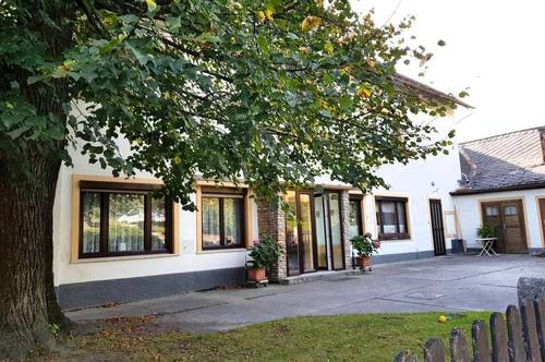 HAUSETAGE mit Terrasse, Gemüsegarten, Werkstatt, Scheune ...