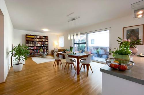 :::NEU: Herrliche Neubauwohnung mit Balkon in absoluter Ruhelage, Top-Zustand, inkl. Garagenplatz!!!:::