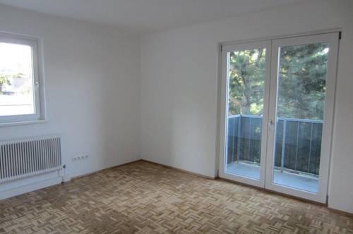 Schöne zentrale 3 Zimmer mit separater Küche und Balkon in Grünruhelage * nur 2 Gehminuten zum Zentrum Lainz!