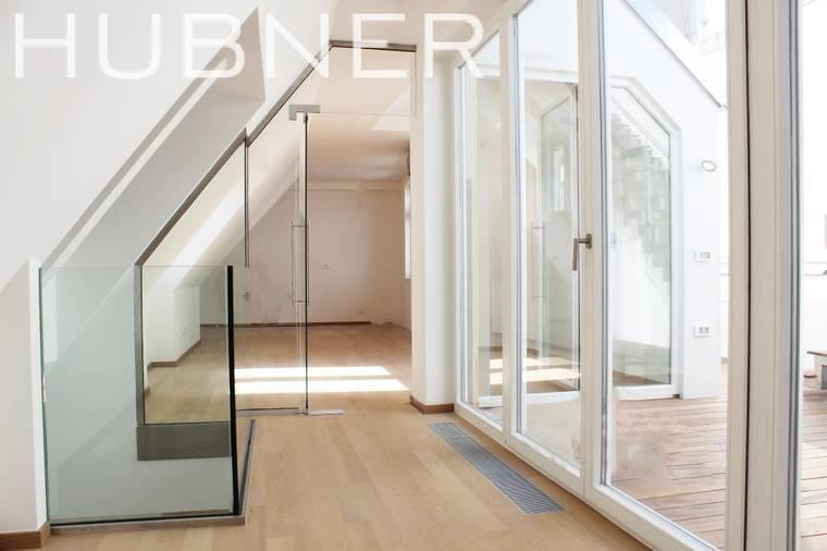 Galerie oben und Terrassenausgang