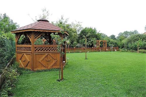 Geräumiger Bungalow mit exklusivem Wohnzimmer und Obstgarten