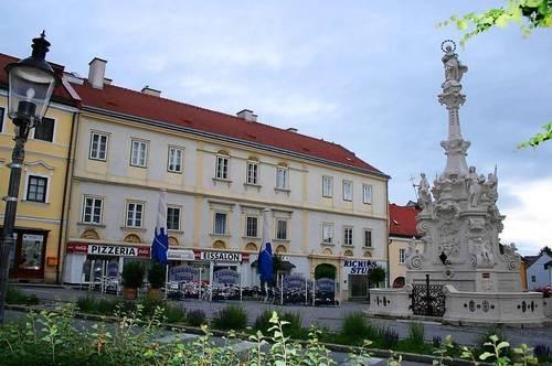 Mietwohnung mit Gewölbedecke im Zentrum der Mittelalterstadt