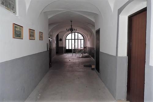 Möblierte 3 Zimmer Altbauwohnung am Hauptplatz