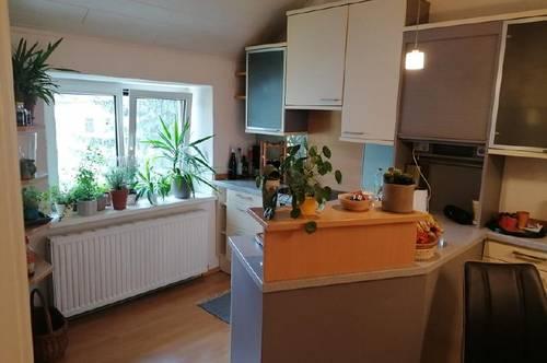 JETZT MIT 360 GRAD BEGEHUNG! Max-Tendler-Straße- Liebe Dachgeschosswohnung im Zentrum zu vermieten