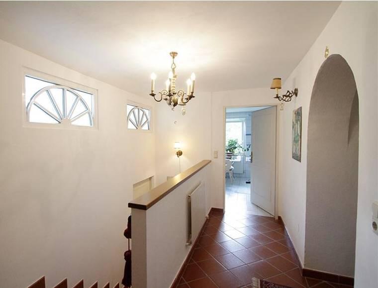 4-Zimmer-Wohnung-Hof-Eingangsbereich-HP2