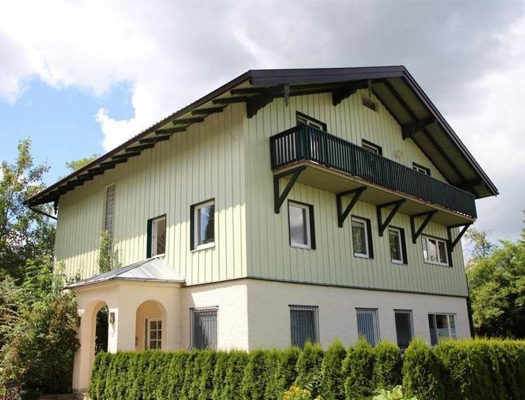 4-Zimmer-Wohnung-Hof-Hausansicht-HP1