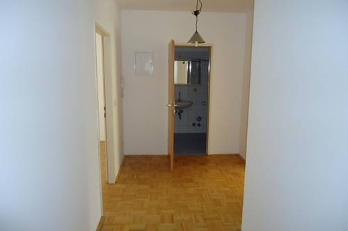 Wohnung mit eigenem Schlafzimmer, Nähe Bahnhof, Stadtzentrum !