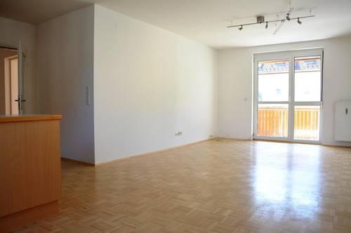 Komfortable 3-Zimmer-Wohnung mit Küche, Sonnenbalkon + Carport! Sofort verfügbar!