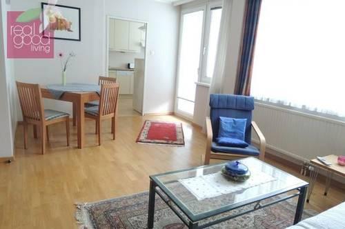 Garage inklusive:Komplett möbliertes und ausgestattetes Apartment mit einer schönen Loggia