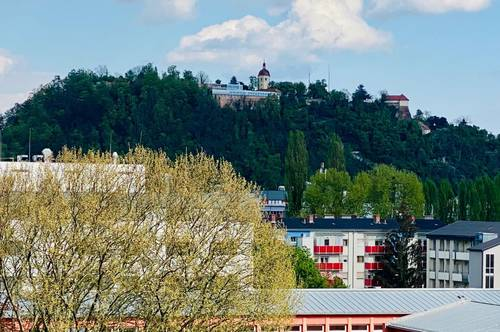 Gepflegte 2 Zimmerwohnung mit wunderschöne Schlossbergblick!!