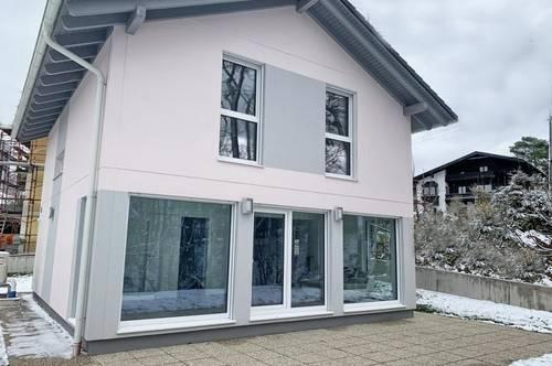 Modernes, Neubau-Einfamilienhaus in Seenähe