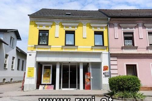 Eigentumswohnung in Zentrumslage, 108 m² Wohnfläche, zzgl. ca.100 m² Dachbodenbereich