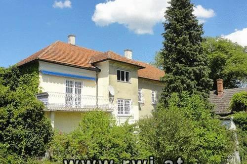 Wohnhaus im Ortskern mit weiter Aussicht und Ausbaumöglichkeit