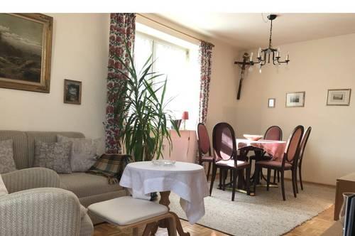 Herrliche Altbauwohnung mit Küche und Carport