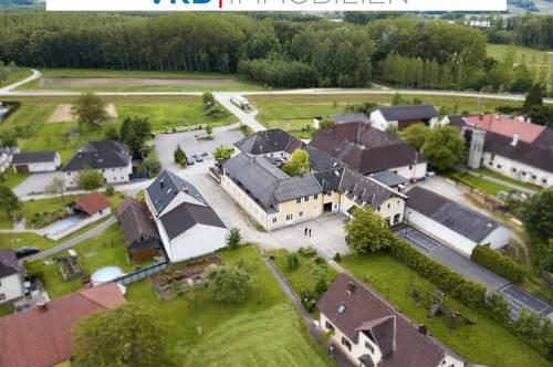 Ertragsimmobilie mit 10 Fremdenzimmer, zwei Wohnungen, einem Wohnhaus, einem Gasthaus, mehreren Garagen und vieles mehr