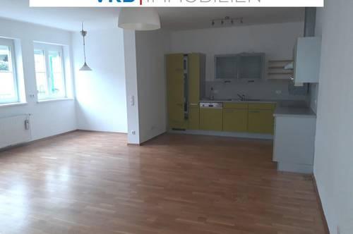 Barrierefreie Innenhof Gartenwohnung mit 2 Parkplätzen, Kabelfernsehen, Gartenlaube und Kellerabteil!