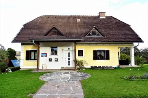 Schöne, gemütliche Hausetage in sonniger Lage mit eigener Grünfläche ...!