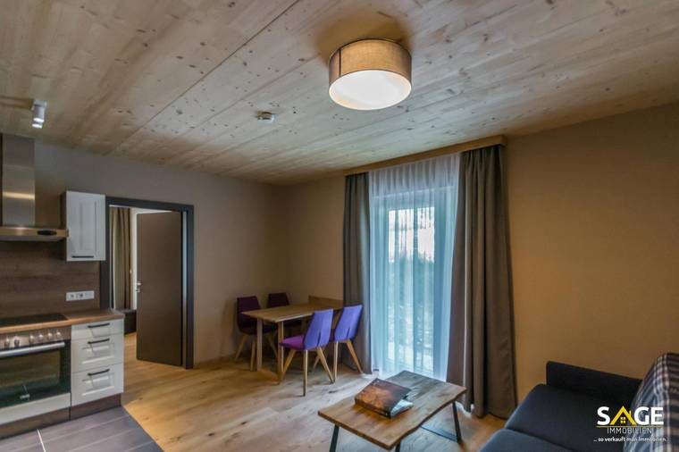 Wohnraum & Balkon