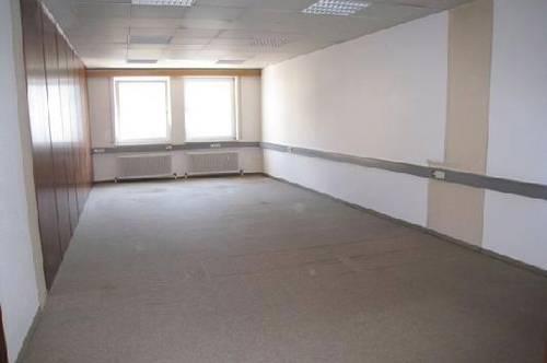 Moderne, helle Büroräume mit Blick auf den Stadtplatz - auch teilbar