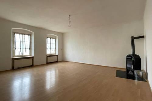 Geräumige, generalsanierte  4-Zimmer-Wohnung in zentraler Lage