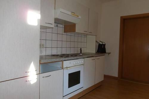 Mietwohnung mit möblierter Küche in der Bahnstraße
