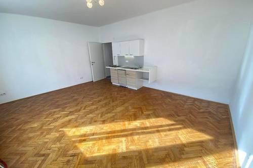 Mietwohnung mit Küchenzeile und ca. 39,59 m²