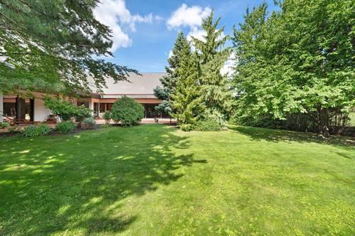 Familienparadies: Villa mit Traumgarten