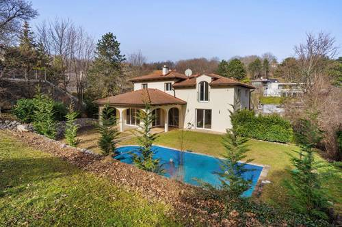 Mediterraner Flair: Traumhafte Neubau-Villa mit Pool