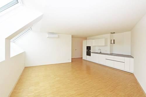 Erstklassige DG-Wohnung in renoviertem Altbau