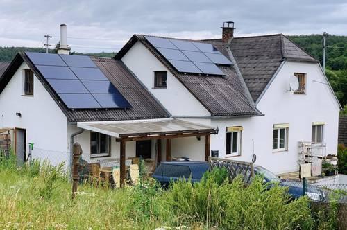 Einfamilienhaus in ruhiger Lage, großes Grundstück - Tierhaltung möglich, zwei großzügige Nebengebäude