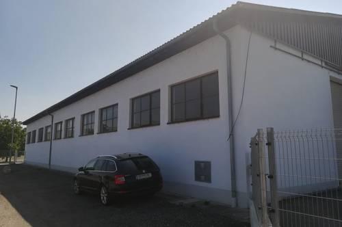 Betriebsanlage mit großer Halle und Büro nahe Traismauer zwischen St. Pölten und Krems