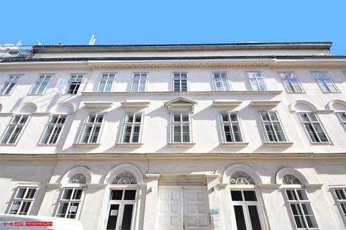 DIREKT BEIM 4.BEZ: 23 m² TERRASSE + LOGGIA, SONNIGE ALTBAUWOHNUNG, SCHÖNES STILHAUS, BEGRÜNTER INNENHOF, BEIM NASCHMARKT