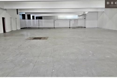   TOPLAGE IN VÖSENDORF   GESAMTFLÄCHE ca.1.160 m²   ca.800 m² VERKAUFSRAUM   ca. 360 m² LAGERFLÄCHE   BADNER-BAHN ANSCHLUSS