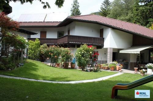 Großzügige Landhausvilla mit Hallenbad