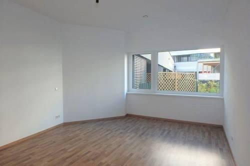 ERSTBEZUG - 3-Zimmer Wohnung mit Garten, Loggia, Lift und Garagenplatz