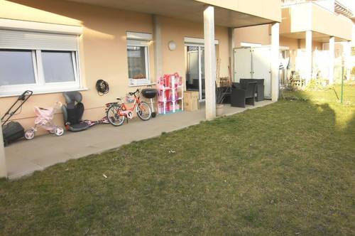 Neuwertige 3-Zimmer-Wohnung mit Eigengarten