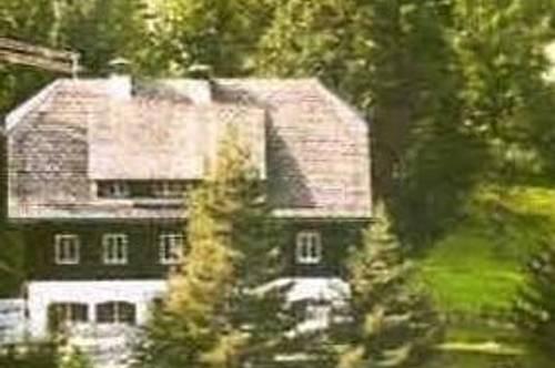 Gmündnähe: Wunderschönes großes, altes Bauernhaus mit 4.983 m2 Grund
