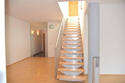 Penthouse Exklusiv ca. 152 m², ca.90 m² Dachterrasse, Garten ca. 80m², Carport, Lager bzw. Einliegerwohnung 43,07m²,Anleger!