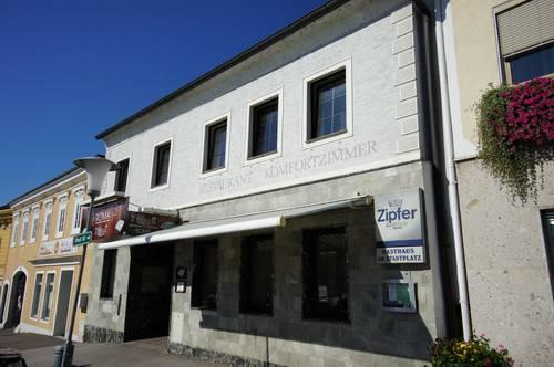 Stadtplatzhaus in Pregarten mit Penthouse - Gasthaus - 5 Fremdenzimmer - Stadtwohnung - ideal auch für Anleger