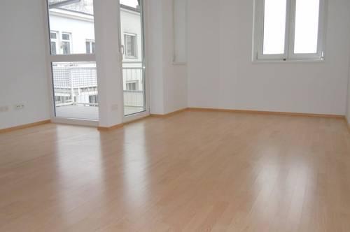 Helle 2-Zimmer-Wohnung mit hofseitiger Loggia - verfügbar ab 01. April 2021!