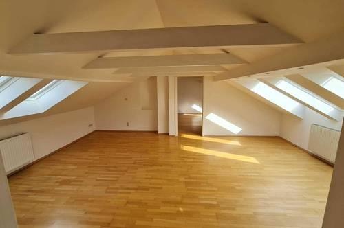 Dachgeschoss Wohnung für Liebhaber!