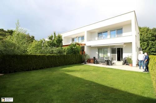 Erstklassiges Reihenhaus auf 3 Etagen mit Garten, Terrasse, Balkon und 2 Garagenplätzen