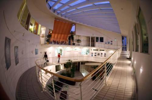 Modernes Büro in außergewöhnlichem Gebäude