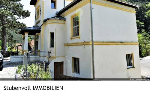 Mitten im Grünen mit eigenem Vorgarten! Schöne, individuelle 3 Zi Wohnung mit Terrasse!