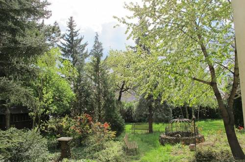 Renovierte Altbauwohnung mit Gartenbenützung