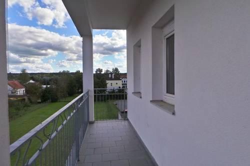 Zentrale Ortslage sonnige 3 ZI Wohnungen Balkon,Carport