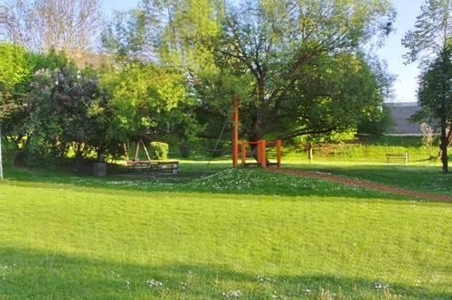 Zentral gelegene, ruhige, sonnige 4 ZI mit Balkon Allgemein-Garten, Spielplatz Parkplatz