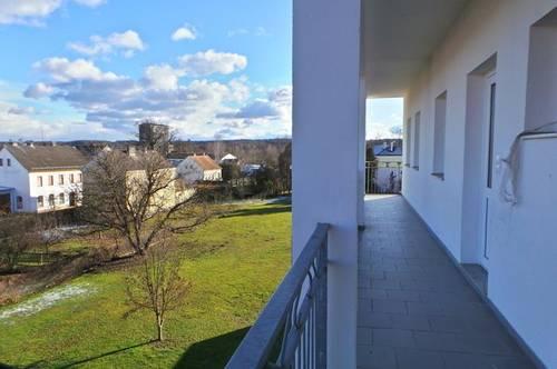 BARRIEREFREI<br />Zentrale Ortslage<br />sonnige 3 ZI Wohnung<br />Balkon,Carport