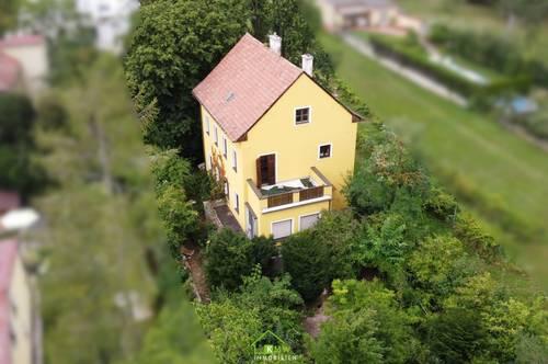 NEU AM MARKT: Altbau-Wohnhaus mit großem Grundstück