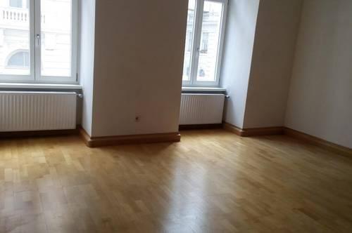 Sonnige, helle 5-Zimmer-Altbauwohnung  mit getrennt begehbaren Zimmern, für Familie oder WG